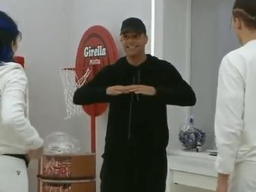 Amici 18, Ricky Martin conosce i suoi ragazzi – l video dell'ingresso nella casetta