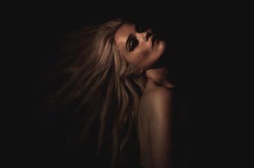 Downhill Lullaby di Sky Ferreira, il nuovo singolo uscirà il 27 marzo – la cover