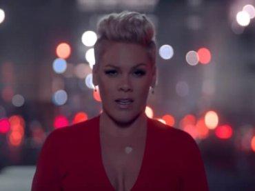 Walk Me Home di Pink, il bellissimo video ufficiale