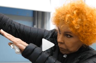 Ornella Vanoni fa la DAB, il video