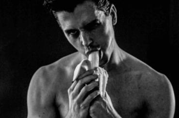 Antoni Porowski di Queer Eye in mutande (e banana) – le foto social