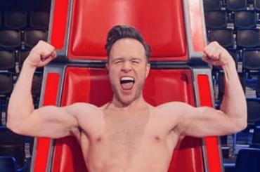 Olly Murs nudo sulla poltrona di The Voice – la foto