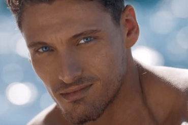 Gennaro Lillio, slip bianchi alla David Gandy per lo spot di Light Blue Sun – video backstage
