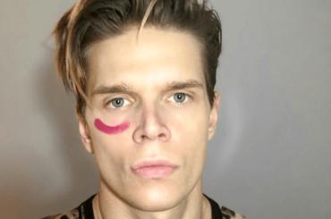 Alessandro Egger, slip bianco bagnato sui social – la foto