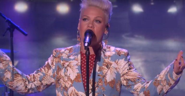 "Pink, primo live tv per ""Walk Me Home"" – video"