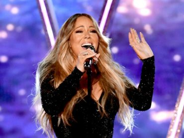 Mariah Carey ritira l'ICON Award e si concede un medley ai Billboard Music Awards – VIDEO