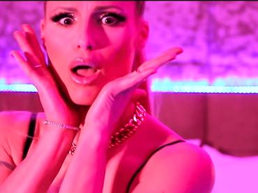 Michelle Hunziker versione trapper con MICHKERE, il geniale lancio di All Together Now – video