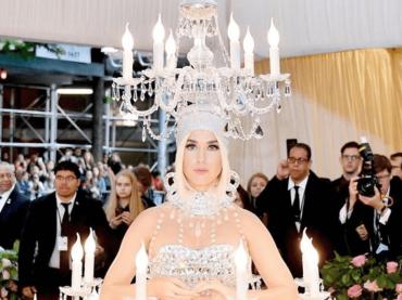 Met Gala 2019, Katy Perry è un lampadario vivente – foto