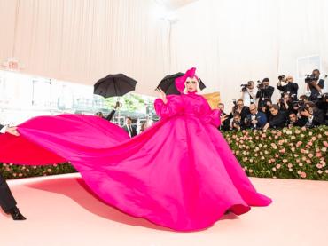 Met Gala 2019, è Lady Gaga Show con 4 outfit in passerella – foto