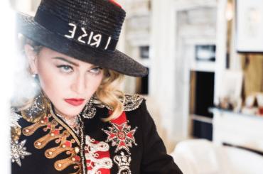 """Napoli, il Teatro San Carlo a Madonna: """"venga a cantare da noi"""""""