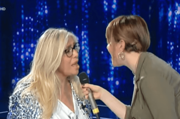 Mara Venier canta Sincerità con Arisa, il video