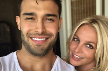 "Britney Spears, dichiarazione d'amore per Sam Asghari: ""AMO QUEST'UOMO"""