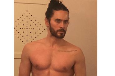 JARED LETO pazzesco dopo la doccia, la foto social