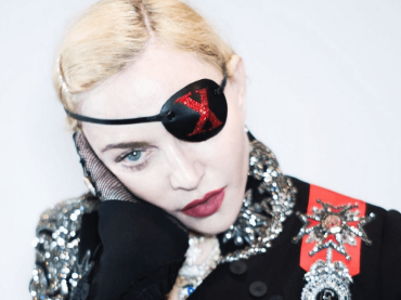 "Madonna torna a cantare Like a Prayer: ""F*ck You B*tches"" – video"