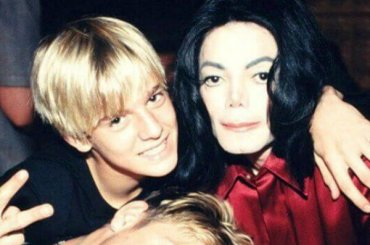 """Aaron Carter vs. Michael Jackson: """"Una volta fece una cosa inappropriata"""""""