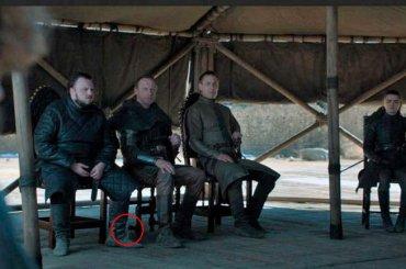 Game of Thrones 8, dopo la tazza Starbucks spunta la bottiglietta d'acqua – video