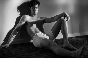 Shawn Mendes in mutande per Calvin Klein, nuove foto