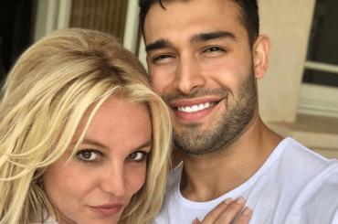 Sam Asghari, primo costume estivo per il fidanzato di Britney Spears
