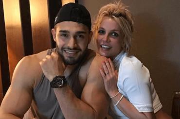 Britney Spears rifà Titanic e Sam Asghari je l'appizza – le foto