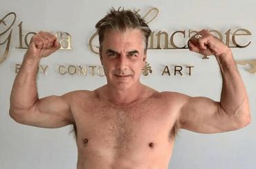 Chris Noth mostra i muscoli, la foto social