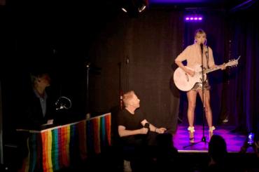 Taylor Swift, live a sorpresa allo Stonewall Inn – video