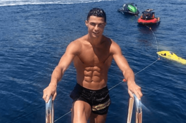 Cristiano Ronaldo, prima foto in costume dell'estate 2019