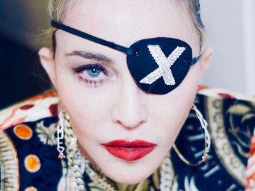 """Madonna costretta di nuovo a fermarsi: """"Piango dal dolore"""""""