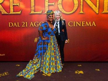 """Il Re Leone, Ivana Spagna abbraccia Cheryl Porter: """"Goditi ogni momento, te lo meriti"""""""