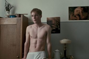 Louis Hofmann della serie DARK, full frontal in Nureyev – foto