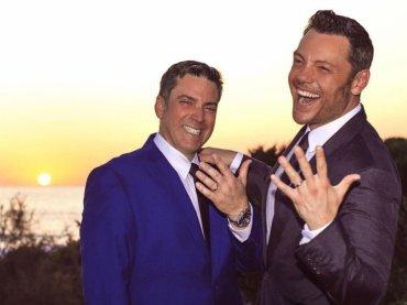 """Tiziano Ferro, l'intervista a Vanity dopo le nozze: """"ecco come Victor mi ha chiesto di sposarlo, e ora un figlio"""""""