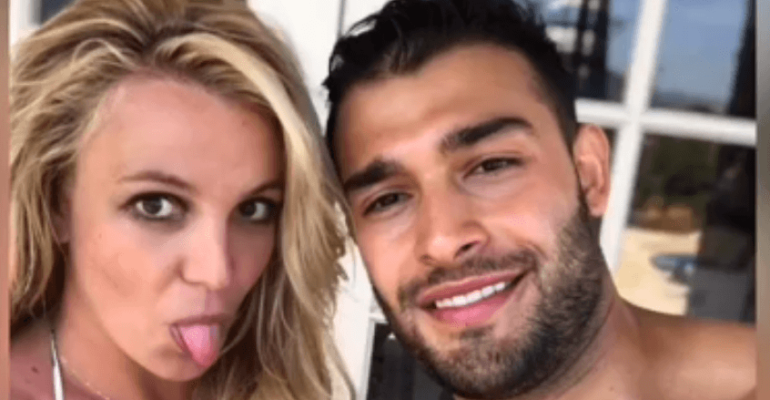 Britney Spears balla La Isla Bonita, il video social