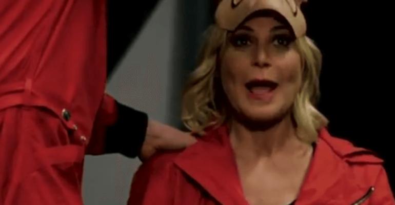 Simona Ventura sfida La Casa di Carta 3, il geniale spot Rai – video