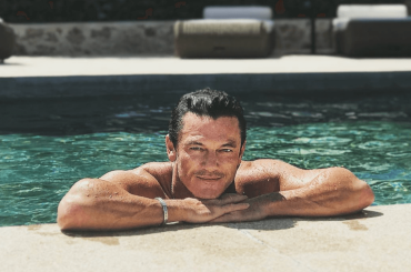 The Alienist 2, Luke Evans nudo – la gif