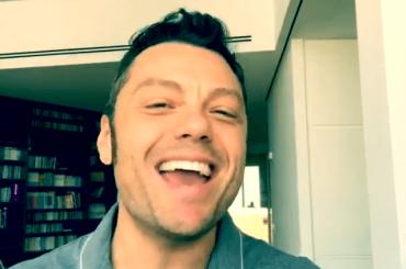 Tiziano Ferro canta LOVE di Musiq  sui social – il video