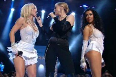 MTV pubblica il video HD dell'iconico live di Madonna, Britney e Christina Aguilera ai VMA 2003