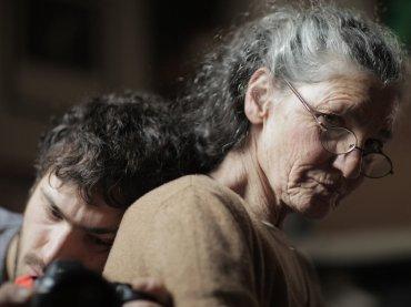 La scomparsa di mia madre, il trailer del doc su Benedetta Barzini diretto dal figlio Beniamino Barrese