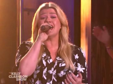 "Kelly Clarkson canta ""Ain't No Other Man"" di Christina Aguilera – video"