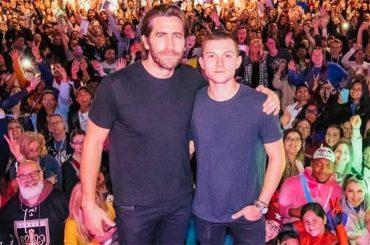 Jake Gyllenhaal sposa Tom Holland, l'annuncio social