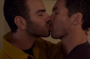 Station 19, Nyle DiMarco pompiere sordo che si innamora di un collega: la scena del bacio, video