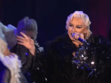 """Christina Aguilera, primo live per """"Haunted Heart"""" da La Famiglia Addams – video"""
