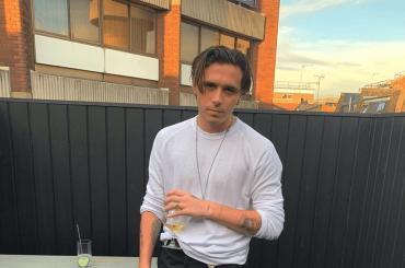 Brooklyn Beckham frequenta un'ex 'sosia' di mamma Victoria