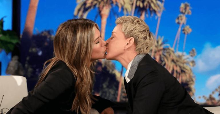 Ellen DeGeneres bacia Jennifer Aniston, foto