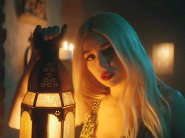 Freaking Me Out, video a tema Halloween per Ava Max