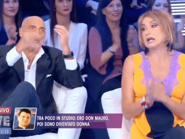 Live – Non è la D'Urso, folle teatrino sui preti pedofili con Paolo Brosio – video