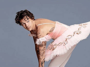 Harry Styles live (e in tutù) al SNL – video
