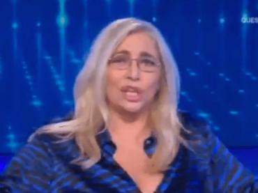 """Domenica In, Mara Venier in diretta: """"Scusate ma devo fare pipì al volo"""" – video"""
