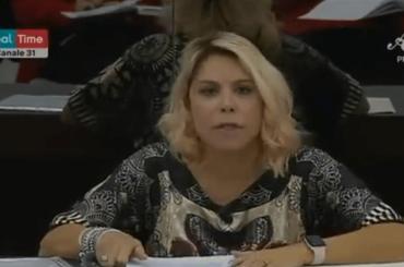 """Amici 19, primo cazziatone della prof. Anna Pettinelli ai ragazzi: """"Se io vi chiedo una cosa…va fatta!"""" – video"""