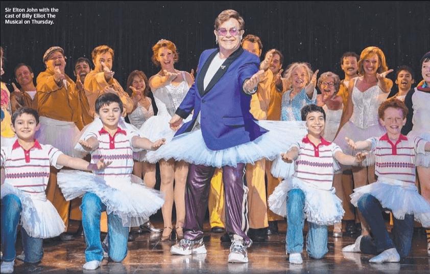 Risultati immagini per Elton John: in tutù sul palco di Billy Elliot