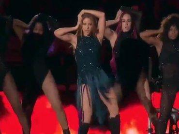 Shakira, super medley per la finale di Coppa Davis – video