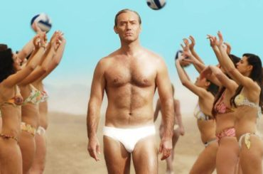 Jude Law nudo in The New Pope, le foto